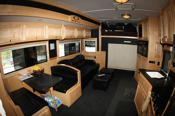 Luxury sleepers for big rigs autos post for Semi truck sleeper cab interior