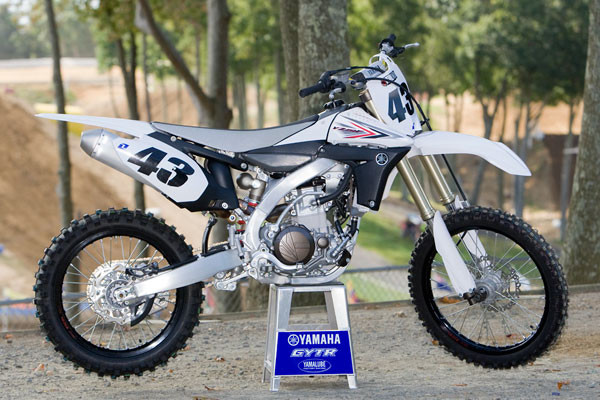 Inside the 2010 yamaha yz450f motocross feature stories for Yamaha dirt bike plastics